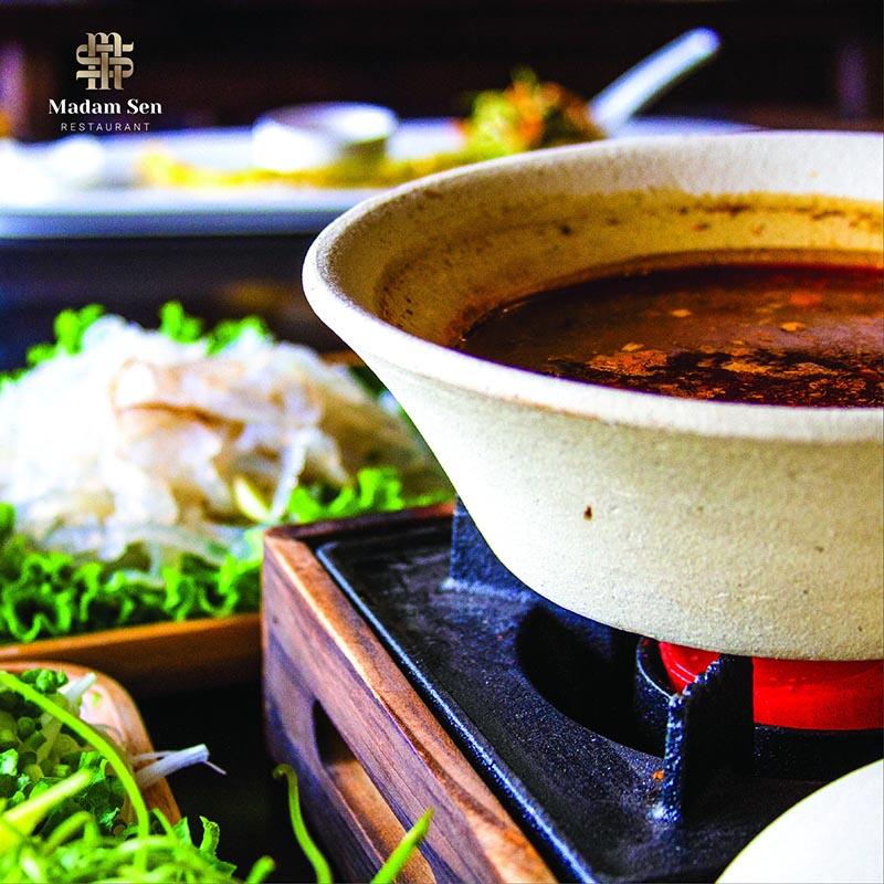 Lẩu sứa nước lèo – Món ngon cuốn hút tại Madam Sen